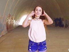 CHICAS LOCA - porra ao ar livre com bebê ucraniano Elle Rose