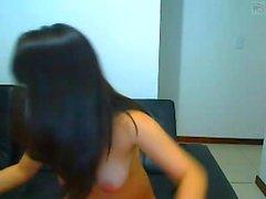 Amatör kız manken yapay penis ile oynuyor