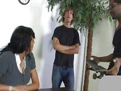 Ua Janine fickt einen Spiegel , um ihren Sohn zu bestrafen