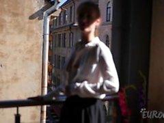 Altviolin Att onanera på den öppna solen på mitt centrala Riga Balkong Förra månad För