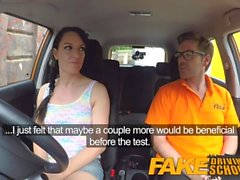 Driving School Faux point culminant Messy creampie pour l'apprenant sexy tricherie