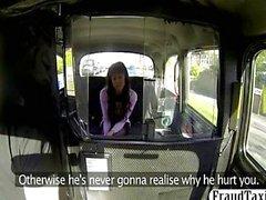 Chica amateur la venganza follar en un taxi