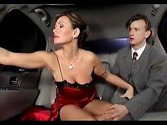 naughty- bellezze netti - Sexy busty Milf scopano Limousine