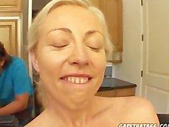 Mia Rose vor dem Porno schießen