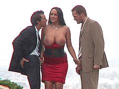 Carmella Bing does an fantastic double blow job