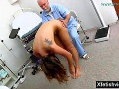 Brunette porrstjärnan fetisch med cumshot