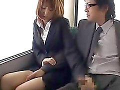 Otobüs endekslenmis Japon Kızı Sucking The Cock