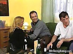 Sale Slut l'allemand louer des Gangbang