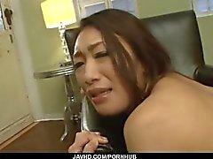 Reiko Kobayakawa dure grosse bite dans sa chatte crémeuse