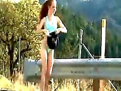 Nu dans le jogging public roux Eliana de 1fuckdatecom