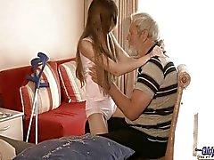 Vanhat ihmisen käytettyjä käytetään teini teini seksuaalinen hoitoa