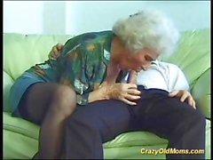 Verrückt alt Mutter wird hart durchgefickt