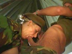 Exército britânico MMF Threesome Com Sexo Anal