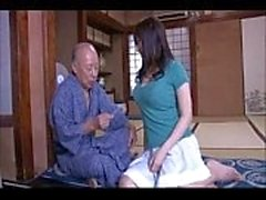 japanes Old Mans luchan para coger chica