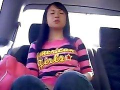 Amateur chinese hoer in de auto