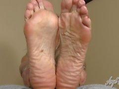 Anjo beijou os pés - Pés da madrasta Controlar seu pau - Instrução Jerkoff
