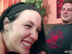 Junges Deutsches Paar laedt Freund zum ersten Dreier ein
