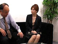 Attraktiv damen har att könsbestämma med i lystet gammalt kille som på