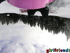 Sevgililer Snowboard bebekler yalayıp emmeyi ve parmaklar