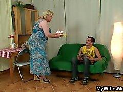 Frau kommt, wenn ihrer Mamma fährt mein Schwanz
