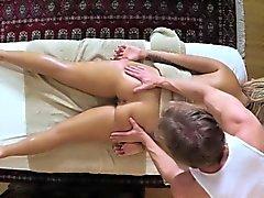 aux clients pauvres pénétré et baisé on table de massage