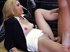 Sesso con suocera Biondo caldo si fa chiavare la fica forato da cattivo tipo pegno
