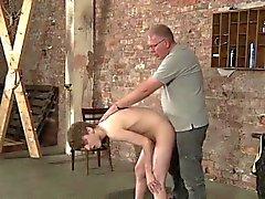 Лайла поглаживает его член Неограненные после приклад пощёчины и взбивания