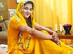 Varma Pakistans flicka prata om muslimer Paki sexkameror i Hindus