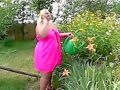 Vet lesbische neukt in de tuin