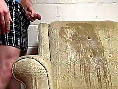 Peeing А Кемминг на кресло