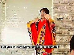 Miina geiles Girl beeindruckenden chinesische Puppen ruft Nippel leckte und Pussy fingered