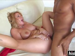Naughty chick gets her pussy screwed