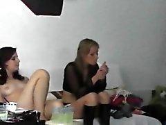 Tre ragazze calde e servizio fotografico dietro le quinte