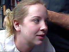 Mignon jeunes Jeune fille blonde scolaire le suce un gode et se une fessée sur son cul
