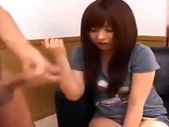 Amateur asiatique donnant le handjob le plus sensuel