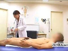 CFNM Japon milf doktor hastalarına sert penis yıkıyor