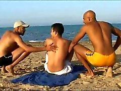 turista francese fottuto da 2 uomini arabi