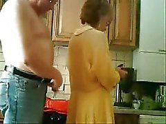 Mama and dad die Spaß im Kuche . Stolen Video