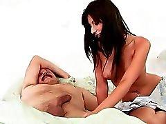 Adolescentes Busty deslumbrante seduzindo o antigo namorado