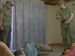 geile Soldaten befällt Familie zu Hause