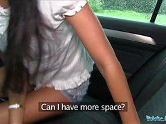 Agente Público Pretty en shorts follada en un coche después de POV bj