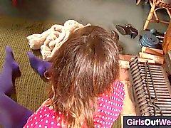 Hairy Amateur Brünette Spielzeug ihre Klitoris zu Hause