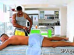Хриплый массаж для Twink