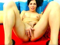 une milf tit défoncés masturbe avec son gode webcam en direct