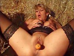 Amateur sexo está penetrado con la zanahoria