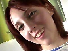 Redhead для подростков дрочит и плюя дальше петухе