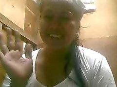 De 51 ans mom de Philippine montre ses seins énormes