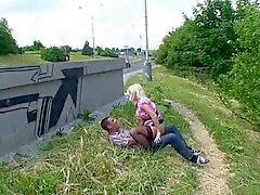 Blondi vittu julkisissa Serbian - Saksan