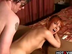 puta pelirroja folla a un extraño en una habitación de hotel
