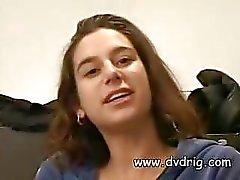 Jackie Ashe aiheutuu Kamera Näyttää hänen kaunis Runko ja levitetään jalat saada suuria kukko hänen tiukka Cunt